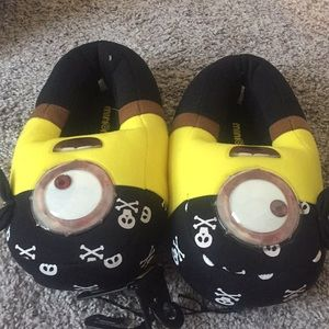 Minion slippers size 4 5 nwt